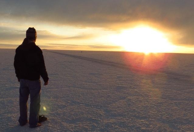 Alexander Gottwald Sungazing im Salart de Uyuni