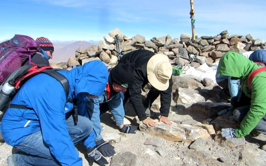 Zeremonie auf dem Gipfel des Uturuncu in über 6000m
