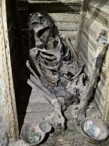 Leiche in gehockter Stellung Bolivien